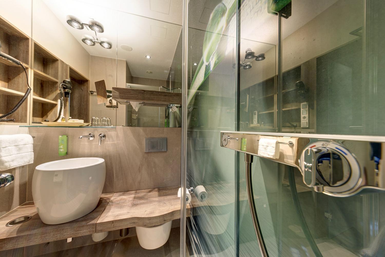 zimmer und ausstattung im hotel victoria. Black Bedroom Furniture Sets. Home Design Ideas